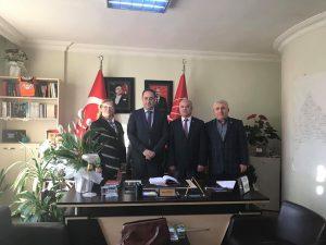 TEMAD FATİH Şube Başkanı Sayın Sadık DEMİR,Başkan Yardımcısı Mehmet KAYA ve Kadın Kolları Başkanımız Sayın Bayan Reyhan GÜLLÜ'nün katılımıyla İstanbul Fatih CHP İlçe Başkanlığı'na iade-i ziyarette bulunduk. Yeni seçilen İlçe Başkanı Sayın Soner ÖZİMER'i kutladık.